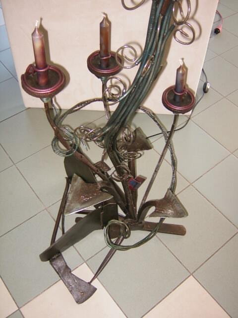 Kunstschmiedeeiserne Leuchtenskulptur Sockel