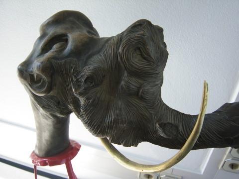 Holz / Metallskulptur Neandertaler und Mammut
